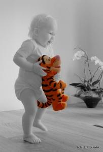 Min niese engasjert med sin Tigergutt